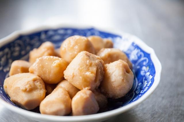【里芋肉炒め カリカリパン粉がけ】レシピ みんなゴハンだよ