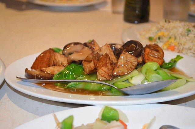 【ソラマメと鶏もも肉のピリ辛みそ炒め】きょうのおしゃレシピ