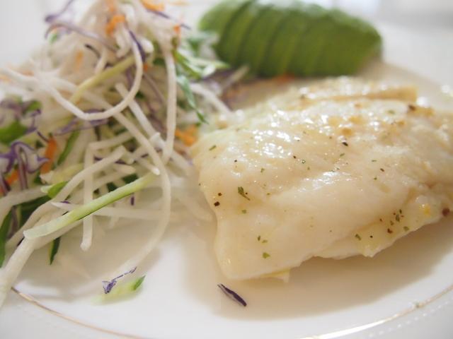 【タラのレモン蒸し】ろこさんの冷凍コンテナごはんレシピ